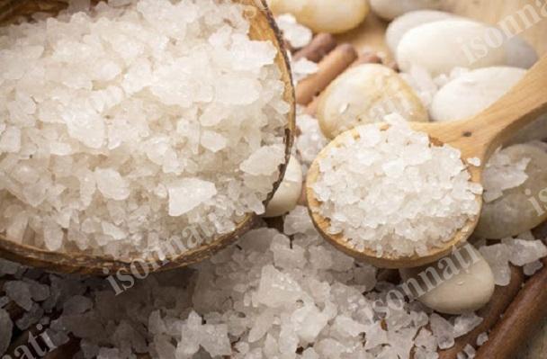 از لحاظ طب سنتی نمک دریا بهتر است یا سنگ نمک؟